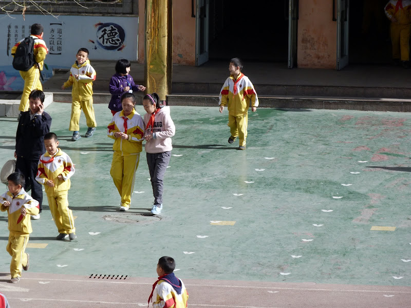 XINJIANG. Urumqi, Grand Bazar, 8 avril - P1270228.JPG