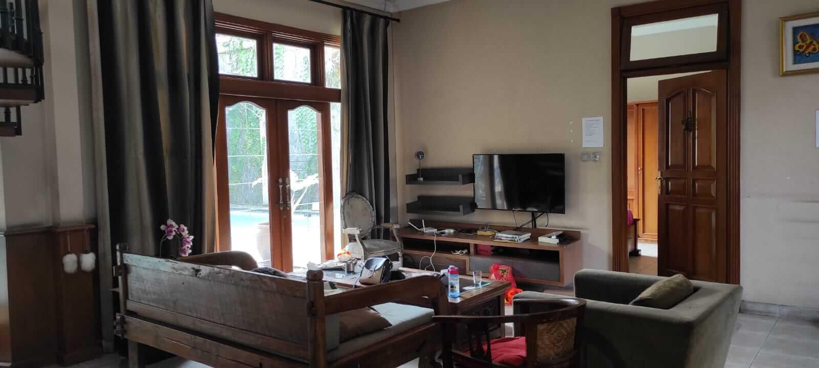 ruang keluarga villa andaru gerlong bandung