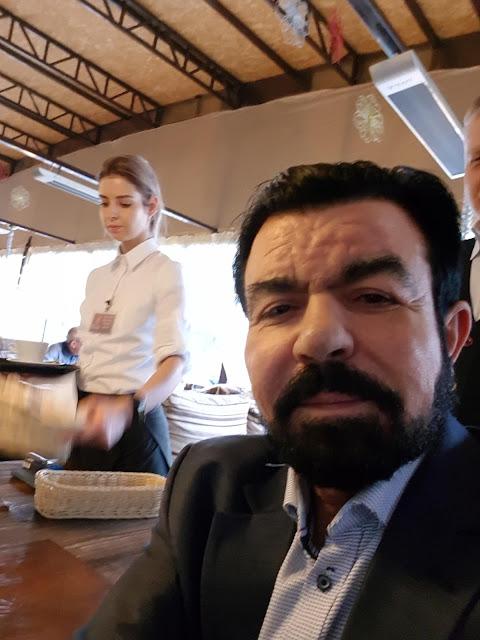 Седат Игдеджи на встрече в ресторане