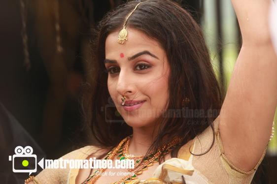 Sab Hot Actress Vidya Balan Hot And Sexy Photo Gallery In Urumi-6941