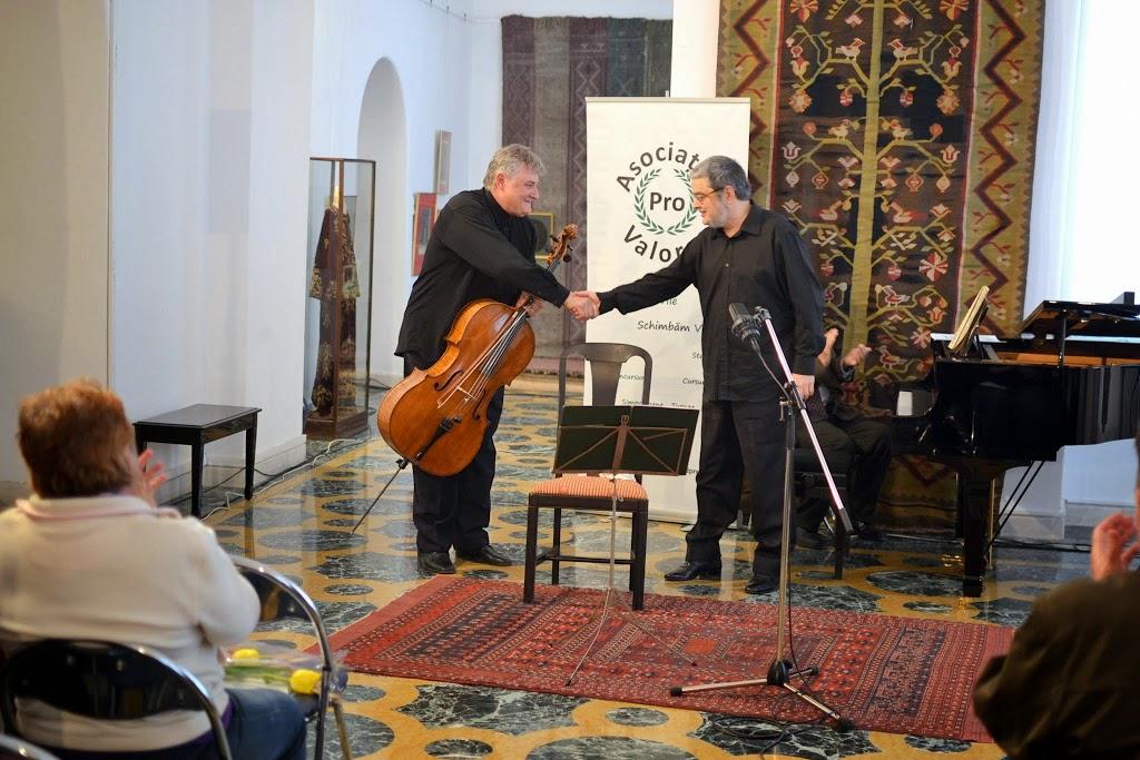 Violoncelistul Dan Cavassi - (217)
