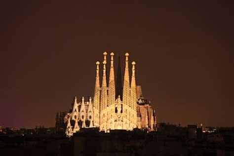 La Sagrada Familia, foto iluminada