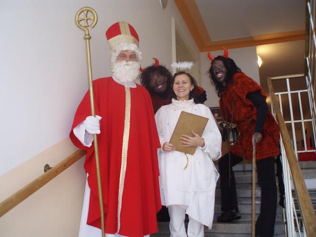 6.12.2010 - Návštěva Mikuláš v Lidovém domě - PC060537.JPG