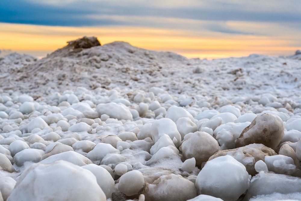 lake-michigan-ice-balls-1