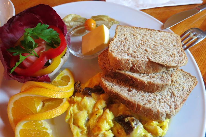 Cafe V scrambled eggs