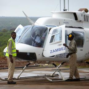 Vliegen over de Victoria Watervallen in Zimbabwe
