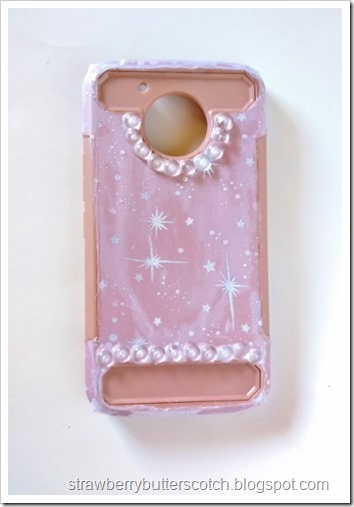 After gluing on the gems, the phone case is done and oh so pretty!