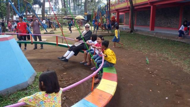 maniak-makan-taman-wisata-balekambang-solo-tawangmangu-main-putar-putar-heboh