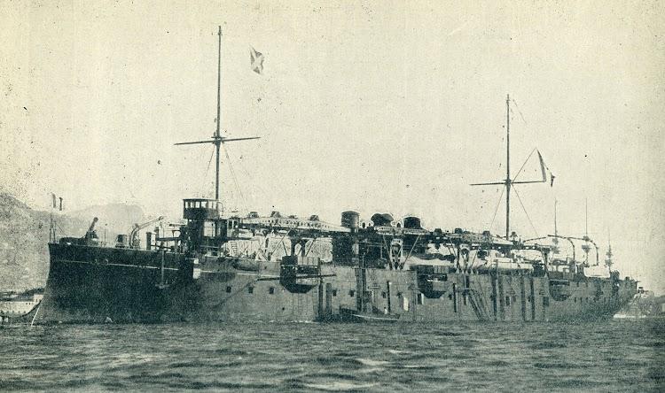 2- El sorprendente FOUDRE. Crucero portatorpederos. De la revista Le Journal de la Marine. Le Yacht. Año 1899.jpg