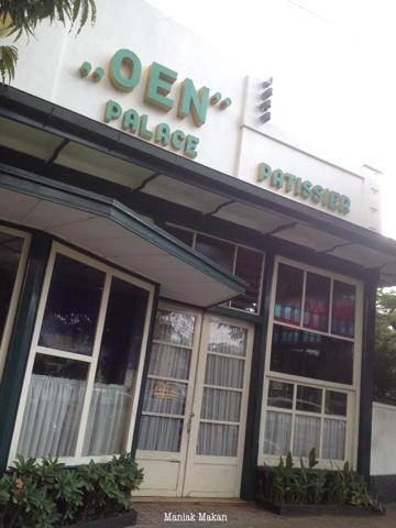 maniak-makan-ice-cream-toko-oen-kota-malang-indonesia