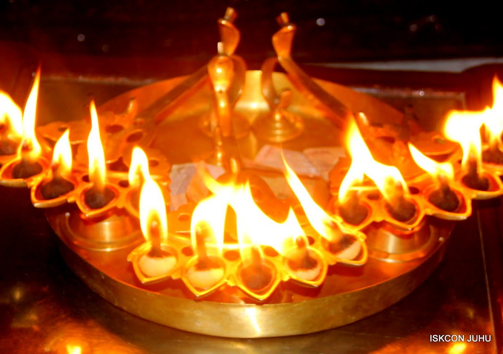 ISKCON Juhu Mangal Deity Darshan on 01st May 2016 (10)