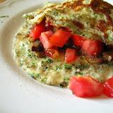 Szczypiorkowy omlet z pieczarkam i pomidorami