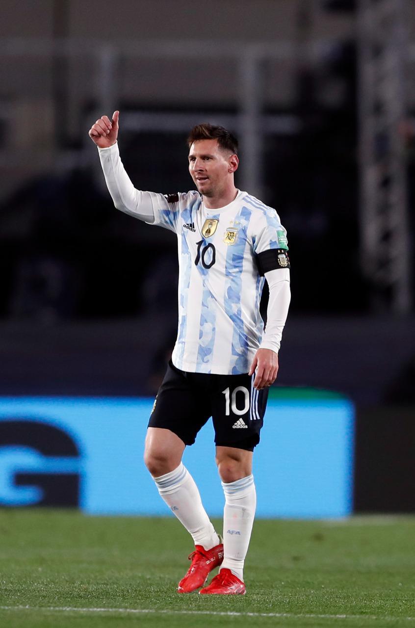 Đội trưởng Leo Messi dẫn dắt đội tuyển Argentina gặp Paraguay với kết quả hòa