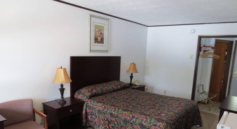 Lake 'N Pines Motel
