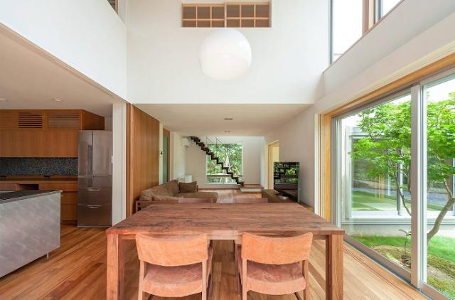 Khám phá ngôi nhà mái lệch hai tầng tại Nhật Bản