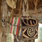 Bolsos de cañaflecha y lana de chivo