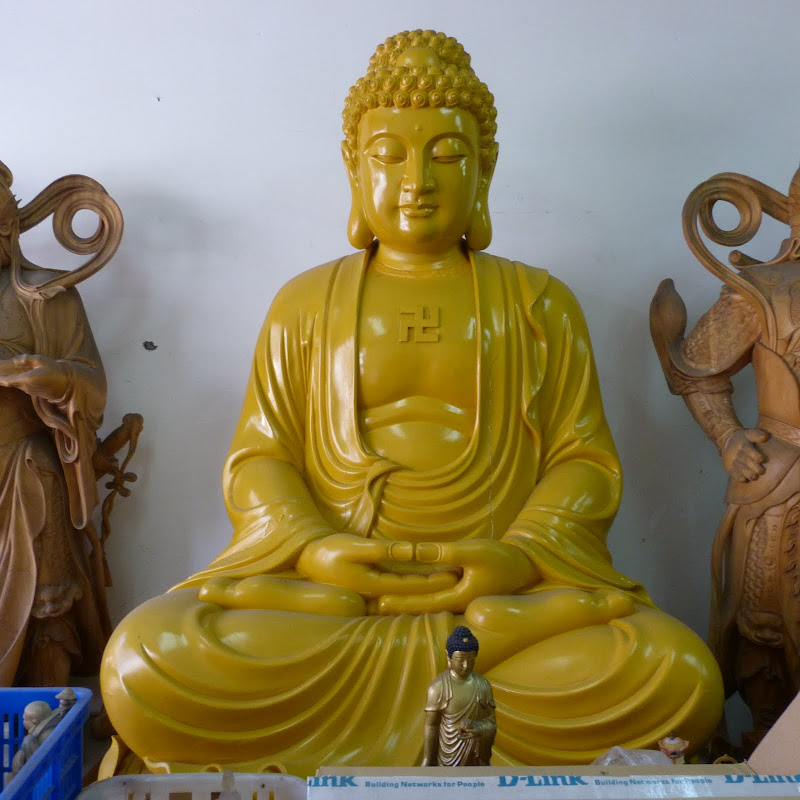 Puli. Divers et Golden Buddha.J 12 - P1170436.JPG