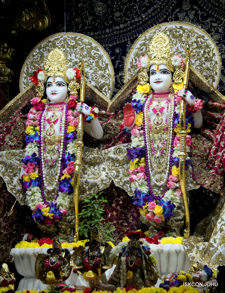 ISKCON Juhu Sringar Deity Darshan on 24th Oct 2016 (48)