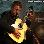 Javier García Moreno, qué sencillo parece el arte de la guitarra en sus manos.