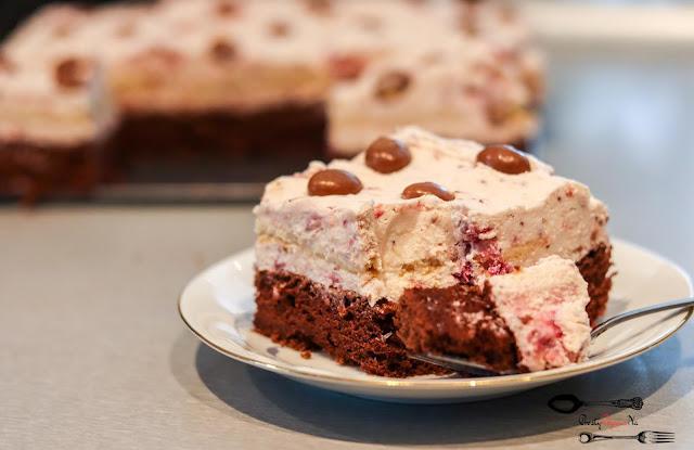ciasta i desery,ciasto na biszkopcie,ciasto na ciemnym biszkopcie,ciasto z kremem i owocami,ciasto z mlekiem w proszku, krem z owocami i mlekiem w proszku, szybkie ciasto, ciasto z herbatnikami