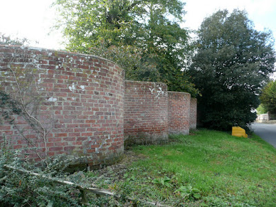 A mighty fine example of a Crinkle Crankle wall in Bramfield