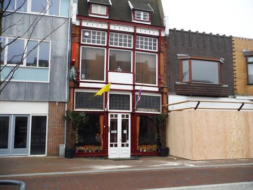 2015c  10 april afzeting wordt gezet voor sloop panden Beatrixstraat.jpg