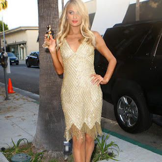 Paris_Hilton_at_her_aunt_Kyle_Richards__boutique_in_Beverly_Hills_June_29-2016_036.jpg