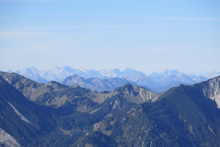Trotz Dunst ist das Wettersteingebirge zu erkennen