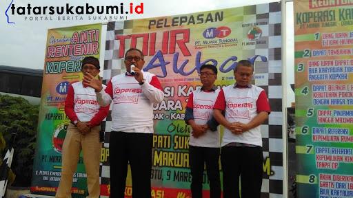 Bupati Sukabumi Marwan Hamami lepas rombongan Tour Kopkar PT Muara Tunggal Cibadak // Foto : Rapik Utama