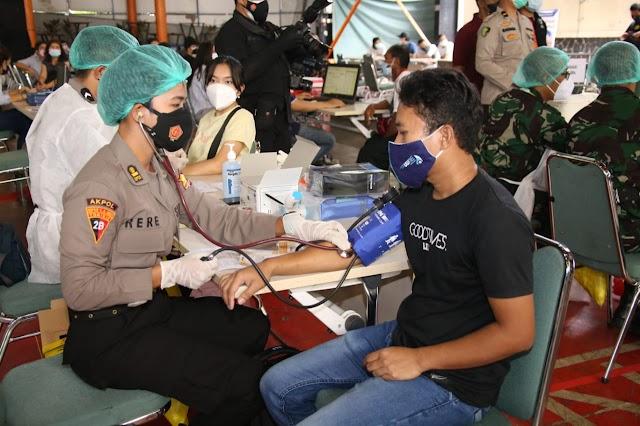 Panglima TNI dan Kapolri Tinjau Vaksinasi di Pesantren Minhaajurrosyidiin Jaktim