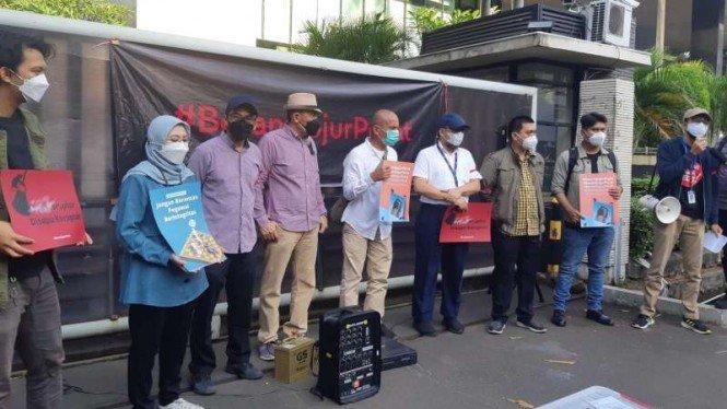 Kecewa, Rakyat Dirikan Kantor Darurat Korupsi di Depan Gedung Lama KPK