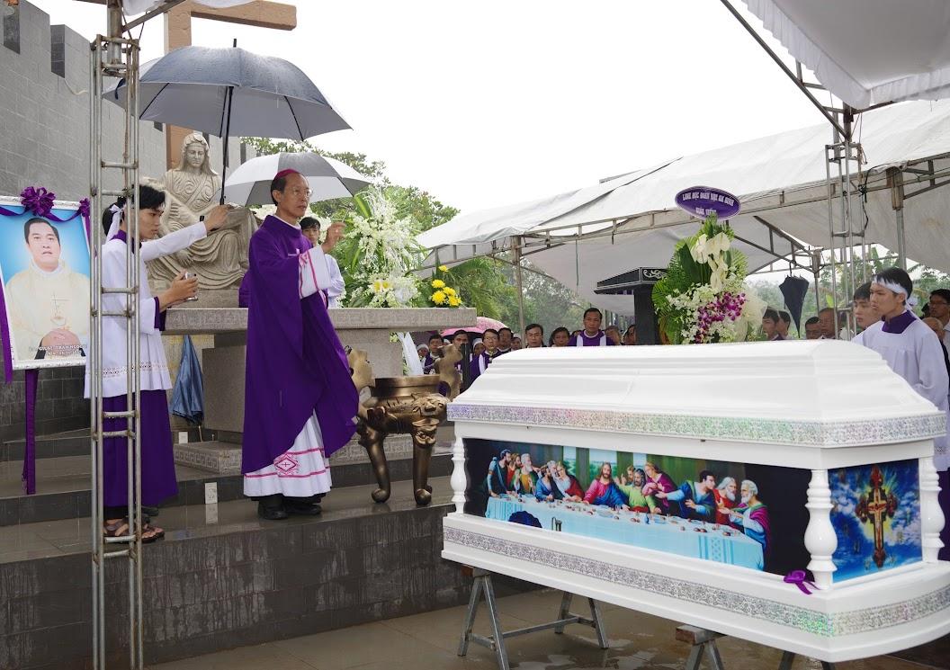 Thánh lễ an táng Cha Giuse Trần Ngọc Tâm - Chánh xứ Xuân Đức - Ảnh minh hoạ 50