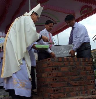 Thánh lễ Làm phép móng và đặt viên đá đầu tiên dựng Nhà thờ Hòa Lạc