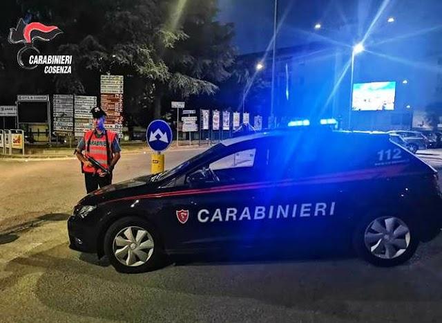 COSENZA: PICCHIA LA COMPAGNA ED AGGREDISCE I CARABINIERI, 21ENNE ARRESTATO NELLA NOTTE