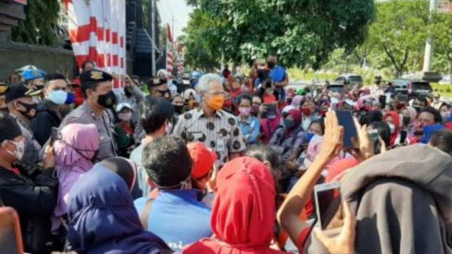 Ganjar Pranowo Tegur Demonstran Tak Indahkan Protokol Kesehatan.