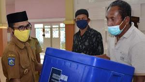Bukti Kerja Nyata: Walikota Bima,  Serahkan Bantuan Sarana dan Prasarana Pedagang