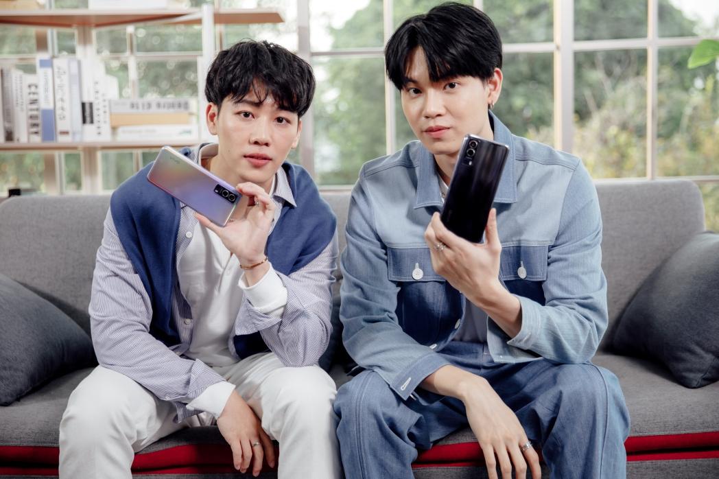 Vivo บุกกองถ่ายสองหนุ่มคู่จิ้น 'หยิ่น-วอร์' ชวนส่องความน่ารักเบื้องหลังงานเปิดตัว Vivo Y72 5G สมาร์ตโฟน 5G รุ่นใหม่ สำหรับทุกโซเชียลเจเนอเรชัน