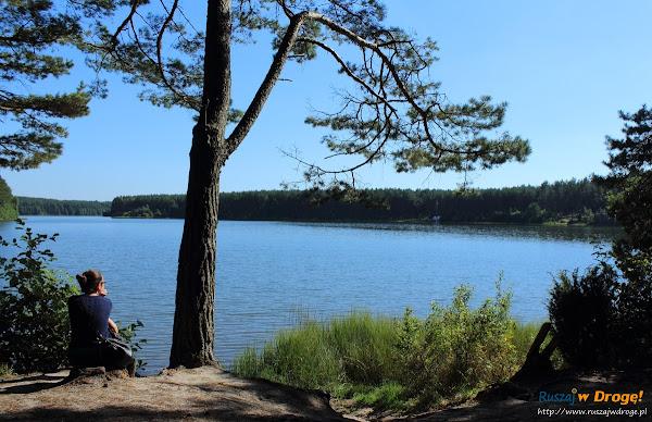 Sielankowy widok na jezioro Długie w Węsiorach