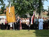 36 Csoportkép az új magyar és a mezőkövesdi zászlóval, melyet 2018-ra, a zászlószentelés 110 éves évfordulójára szeretnének felújíttatni.jpg