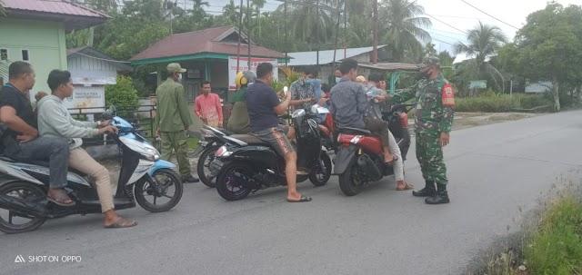 Serda Rs. Sitorus Bersama Aparat Desa Laksanakan Kegiatan Penegakan Disiplin Prokes