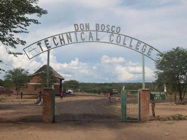 L'ingresso della scuola e centro giovanile salesiano di Hwange (Zimbabwe)