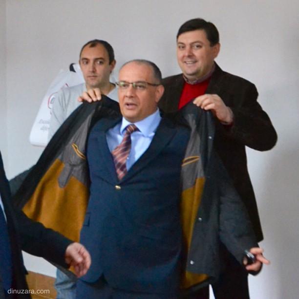 Marius Zmău, Ştefan Alexandru Băişanu, palton
