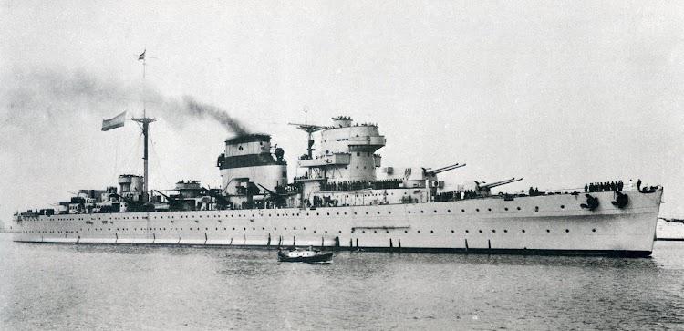 Imponente foto del ultramoderno CANARIAS en estado de origen. Del libro El Buque en la Armada Española.JPG