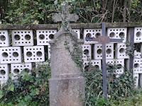 temető1-Régi fejfák a dercsikai temetőben.jpg
