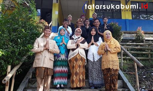 Hari Basa Indung Setiap Kamis SMP PGRI 2 Ciambar Wajib Kenakan Pakaian Adat Sunda dan Bahasa Sunda
