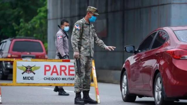 """Azua:""""Corrí por mi vida"""", militares vestidos de civil dispararon a doctora tras orden de alto"""