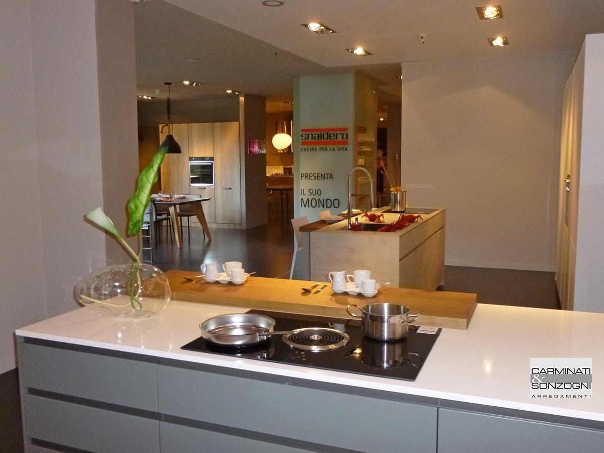 Cucine la casa moderna carminati e sonzognicarminati e for Cucina con isola cottura