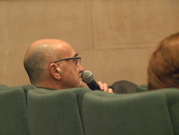 """Antonio Altarriba entrando en debate con otro ponente en el curso """"El álbum familiar: otras narrativas en los márgenes"""", Foto de Eduardo Tejera Torroja, 2013"""