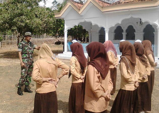 Babinsa Berikan Wasbang di SDN 1 Kombangan Bangkalan