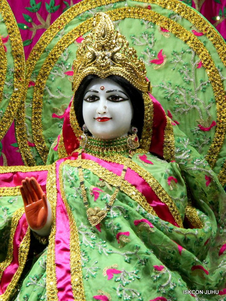 ISKCON Juhu Mangal Deity Darshan on 19th Nov 2016 (22)